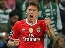Benfica draw with Sporting marred by supporter death