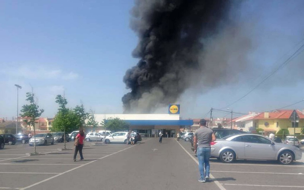 Five killed as plane crashes into Portuguese supermarket