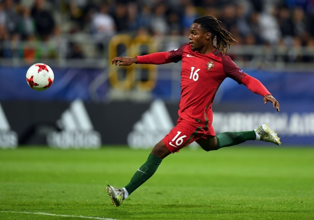 Renato Sanches prepared to stay at Bayern Munich despite lingering Manchester United interest