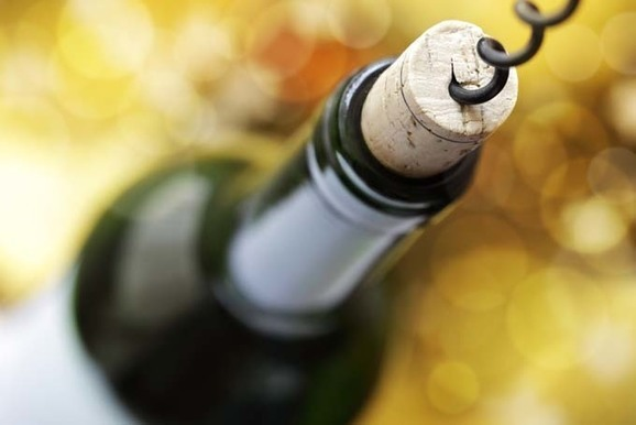 Does the pop of a cork affect our perception of wine quality?