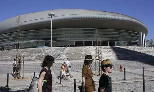 Portugal picks Lisbon to host 2018 Eurovision Song Contest