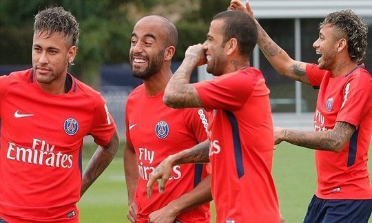 Neymar trains with PSG team-mates for first time