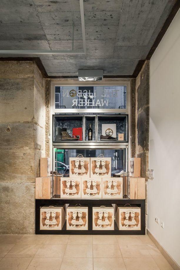 The Lisbon Walker Flagship Store in Lisbon — ARCHITECTURELOVER.COM