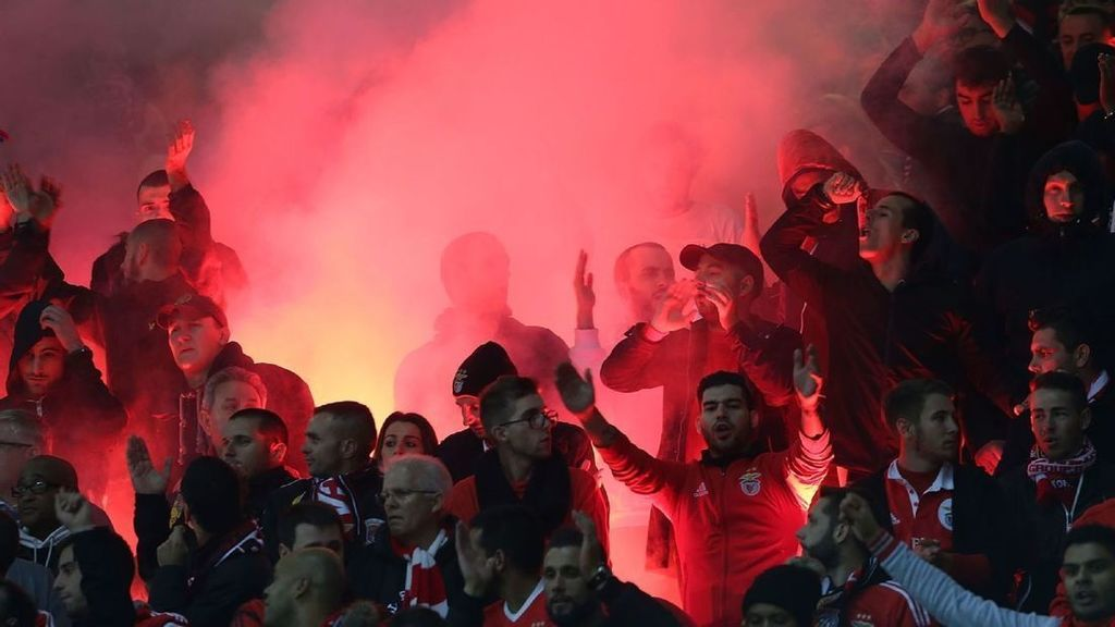 Benfica avoid punishment following Old Trafford fireworks charge