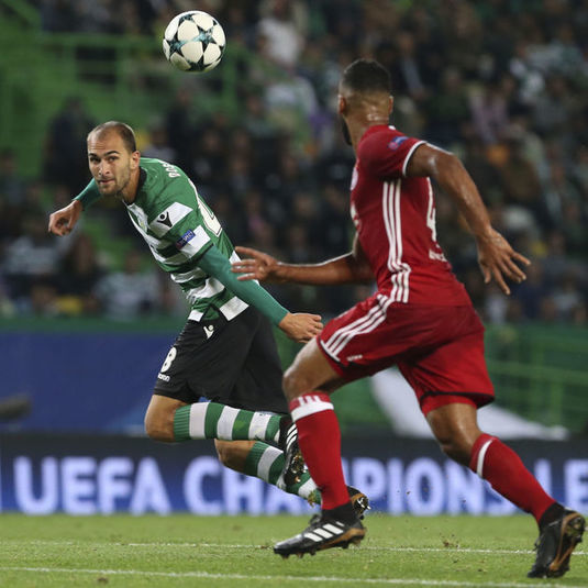 Dost scores in each half as Sporting beats Olympiakos 3-1