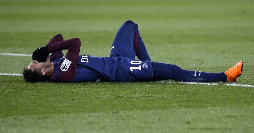 Neymar Will Have Surgery on Fractured Foot - The New York Times