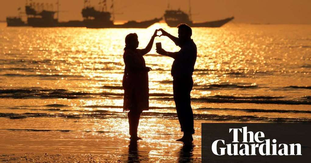 Goa brings in 'no-selfie zones' on coast after spate of deaths   World news   The Guardian