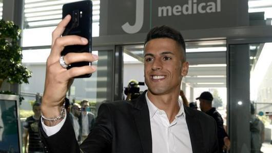 Joao Cancelo: Juventus sign Valencia defender for £35.5m