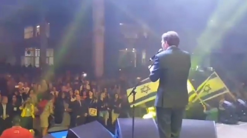Rio mayor sings at concert to raise funds for city's Holocaust museum