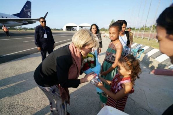 Julie Bishop arrives in East Timor as diplomatic tensions ease but more challenges lay ahead - ABC News (Australian Broadcasting Corporation)