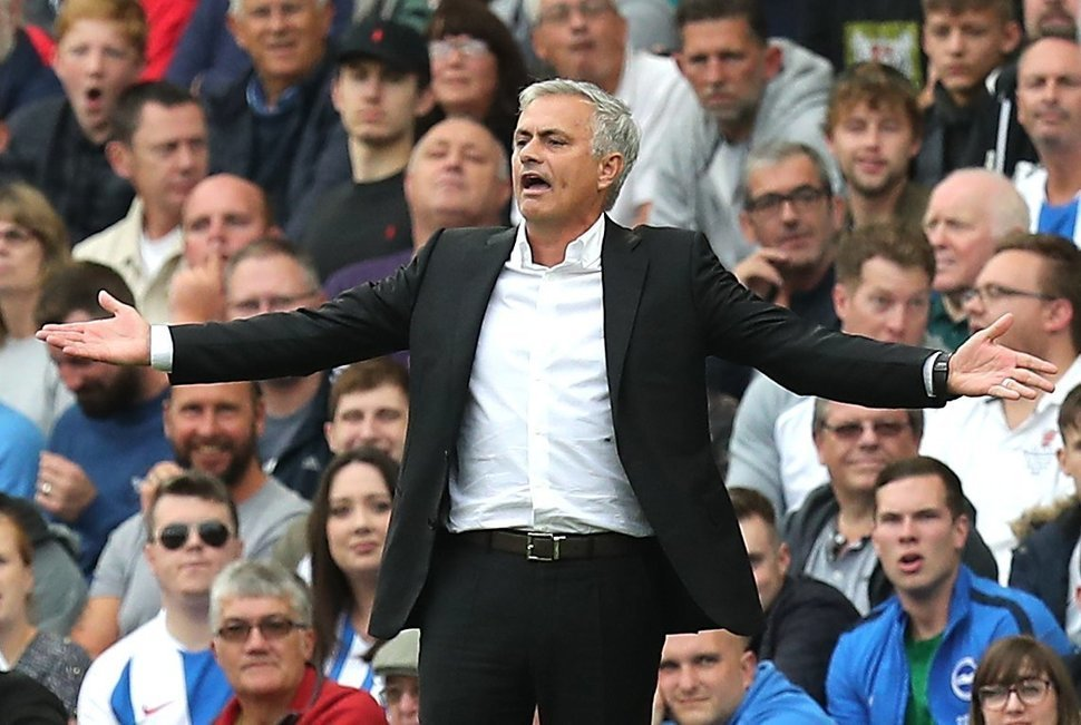 It's 'chaos' behind the scenes at Manchester United says Alan Shearer