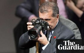 Photographic memory: Pete Souza trolls Trump with just the right Obama photos | US news | The Guardian