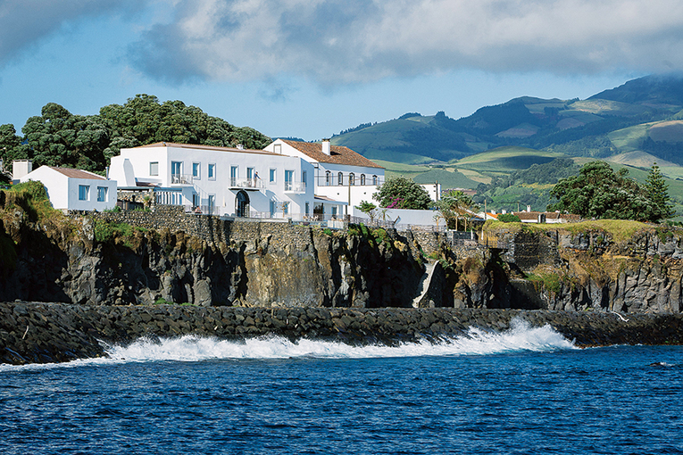 Boston Traveler: A Travel Guide to Ponta Delgada, Azores