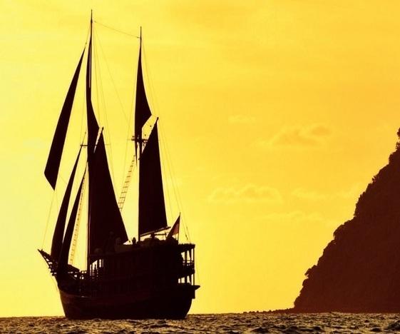 Nostalgic Sailing - Aboard Dunia Baru In The Wake of Wallace
