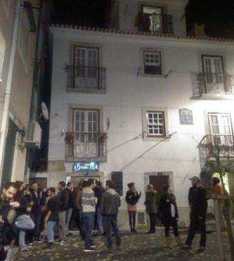 Restaurant cafe Bruta Flor Lisbon: creative food, warm staff, live music; lovely place