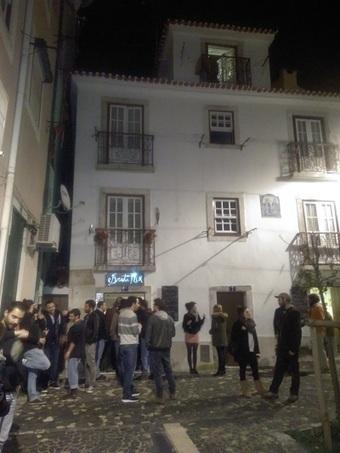 Restaurant cafe Bruta Flor Lisbon: creative food, warm staff, live music & lovely place