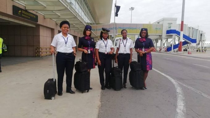 An all-female flight crew makes history in Mozambique ·