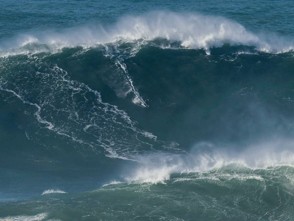 British surfer Tom Butler rides 100ft 'raging bull' wave to break world record in Portugal