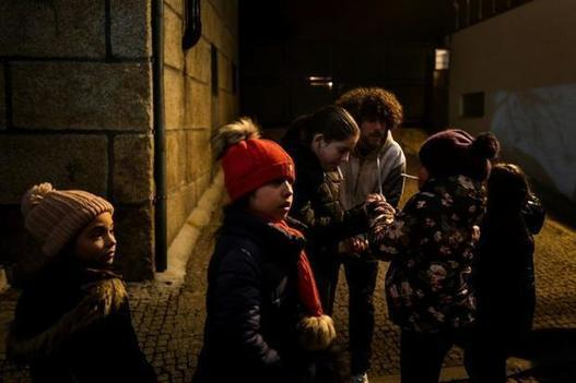 Epiphany in Portugal: pipes, drums -- and cigarettes for the kids