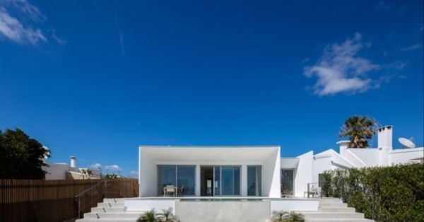 Energy-efficient villa in Portugal uses locally sourced cork for insulation