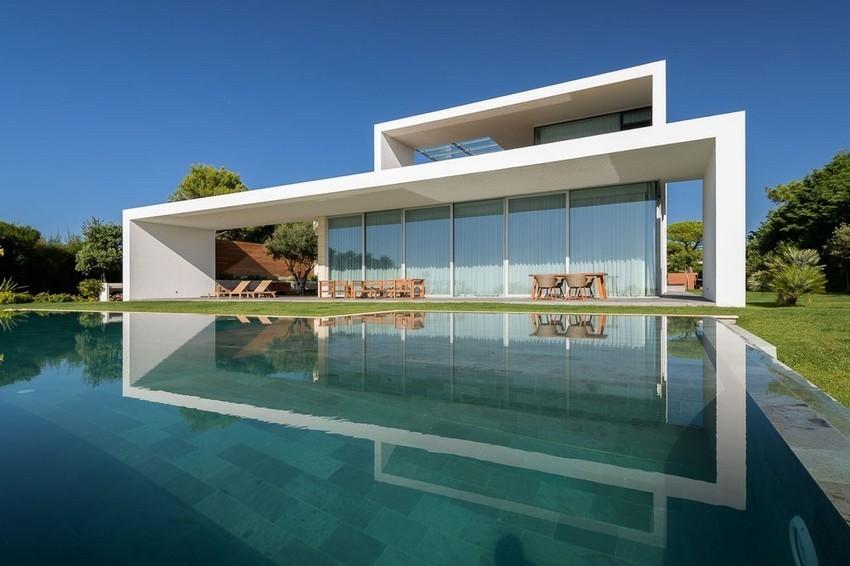 Sea Front Villa in Quinta da Marinha
