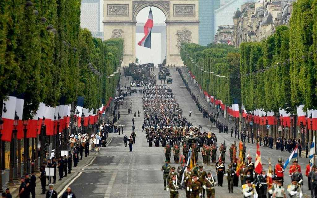 Emmanuel Macron calls for 'Europe of defence' at show of force on Bastille Day - Portuguese Participation -