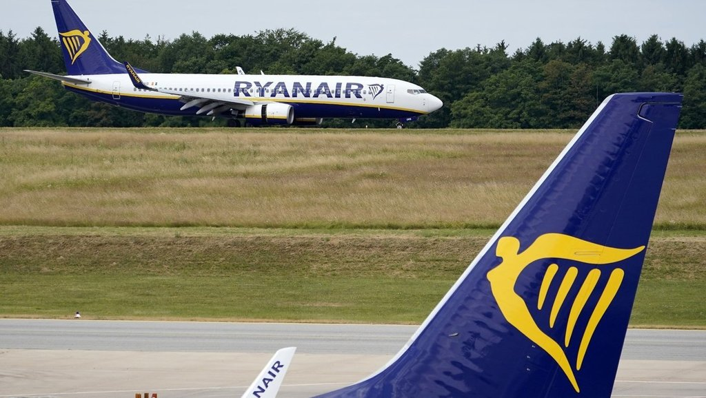 Ryanair to close base at Faro, Portugal