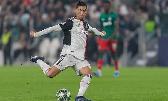 Maurizio Sarri will not take Ronaldo off free-kick duty at Juventus | Daily -