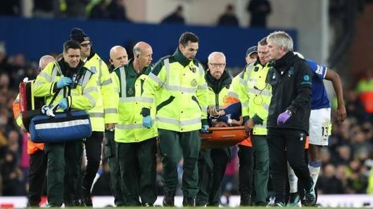 Andre Gomes: Everton midfielder released from hospital after ankle surgery -