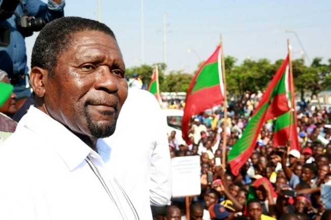 Angolan opposition chief hopes for election success as he steps down »