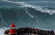 Extreme surfers catch record waves in Portuguese town -
