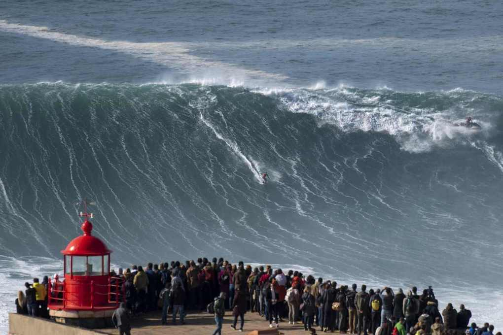 Incredible moment Brazilian daredevil surfer rides 65ft wave at Nazare -
