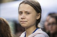 Greta Thunberg arrives in Lisbon by sailpower for climate conference