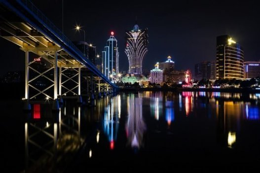 Macau confirms virus case, orders casino staff to mask up |