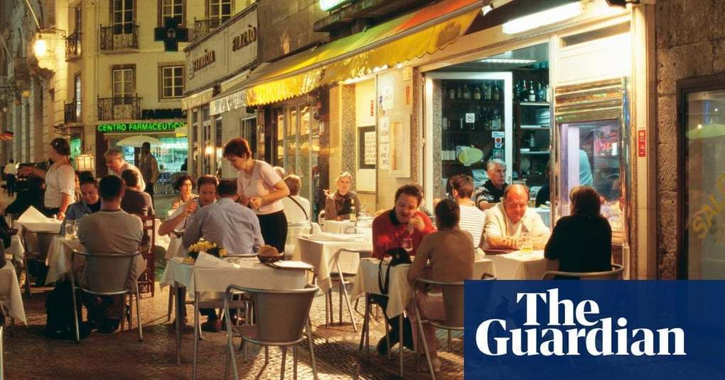 Portugal considers subsidising UK tourists' post-Brexit healthcare | Politics | The Guardian -
