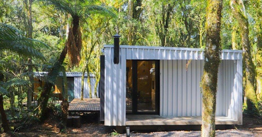 porto quadrado assembles a prefabricated house in brazil in under 2 days -