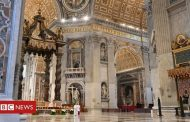 Pope calls for global solidarity in Easter message -