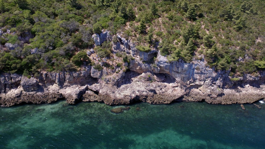Holed Up in a Portuguese Cave, Neanderthals Supped on Seafood - Gastro Obscura -