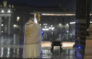 Pope's special Urbi et Orbi blessing: 'God turns everything to our good' -