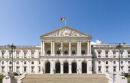 Portugal grants migrants citizenship rights during COVID-19 crisis -