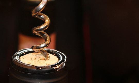 Using cork to stopper a bottle of wine is BETTER for the environment than screw caps | Daily -