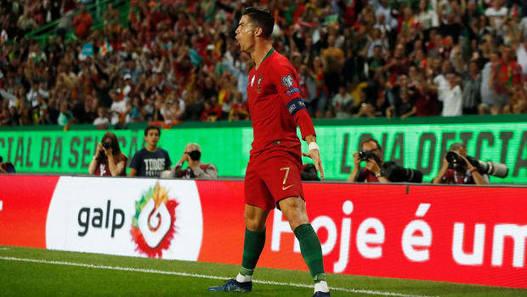 Fernando Santos: Portugal coach signs through Euro 2024 -