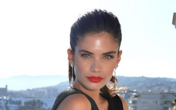 Sara Sampaio Flaunts Stunning Figure In Skimpy Orange Bikini -