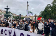 Lisbon's hospitality workers protest lockdown, hundreds march for freedom -