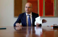 Portuguese finance minister tests positive for coronavirus after meeting top EU officials |