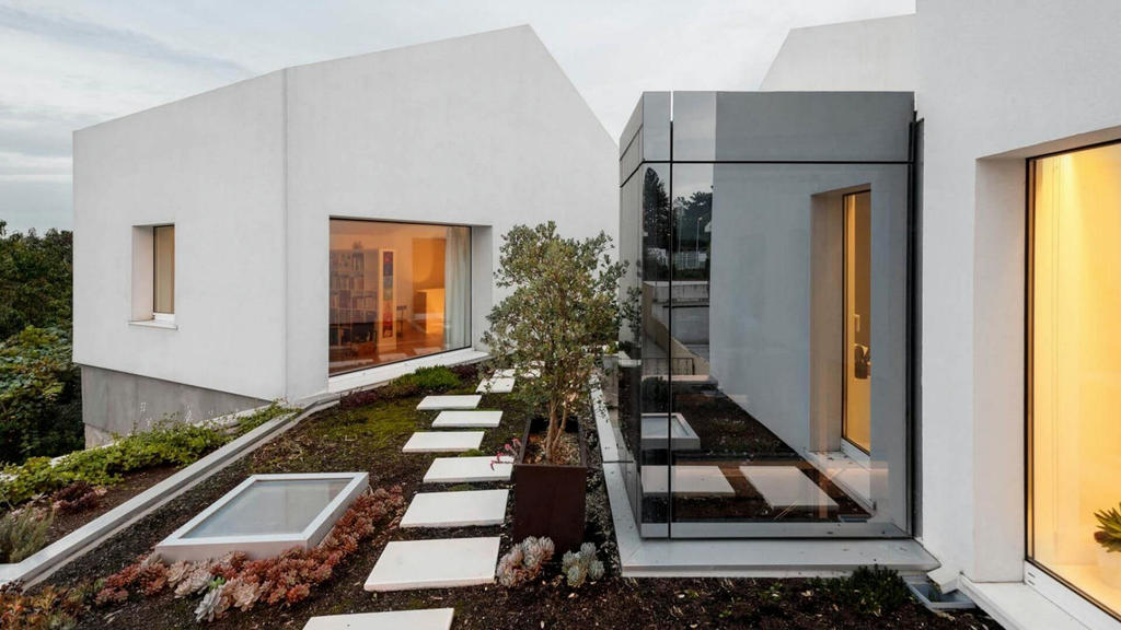 Rio House in Gondomar, Portugal -