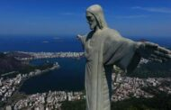 Brazil detains two French travelers for perching atop iconic statue