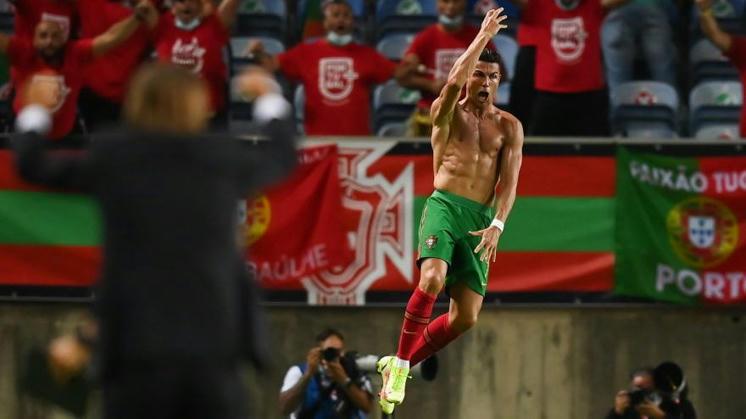 Cristiano Ronaldo sets new men's world record
